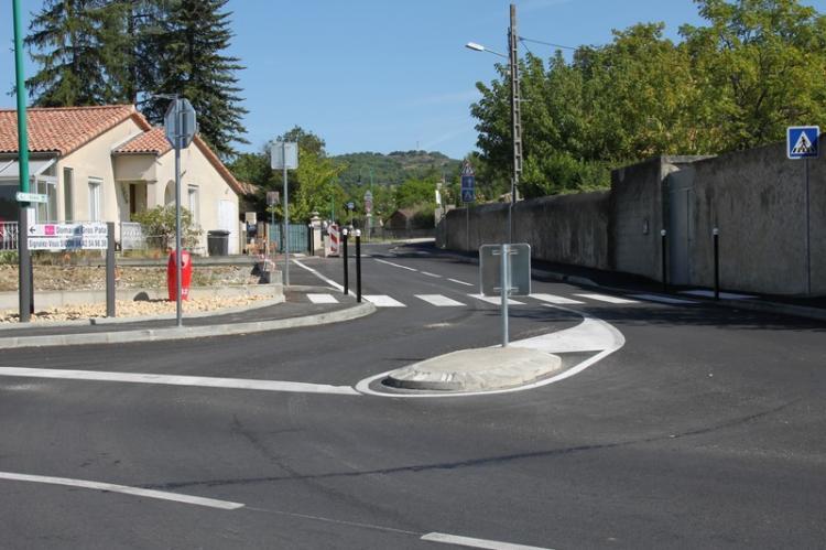 Intersection avec l'avenue Jean Le Poulain