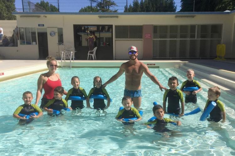 « J'apprends à nager » à la piscine municipale