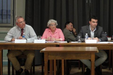 Jean Louis Thès (à gauche) pendant le débat avec Pierre Meffre