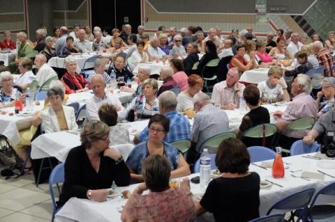 250 personnes au repas