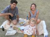 pique-nique traditionnel pour David, Héloïse et Irène des estivants parisiens